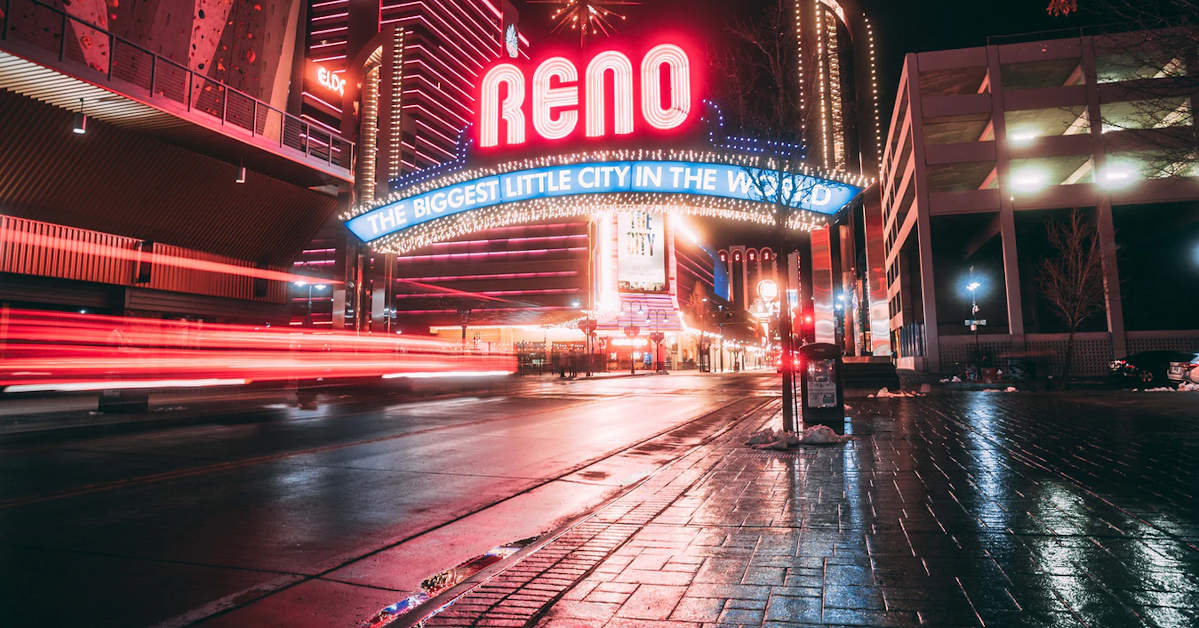 Reno, Nevada Arch at night